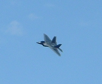 1_F-22_flight_001_3_