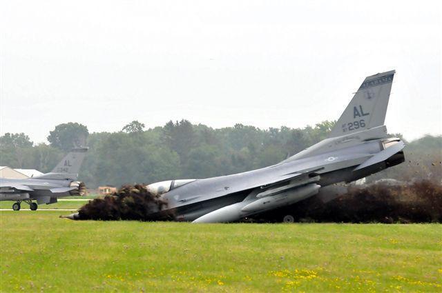 F16_nice_landing