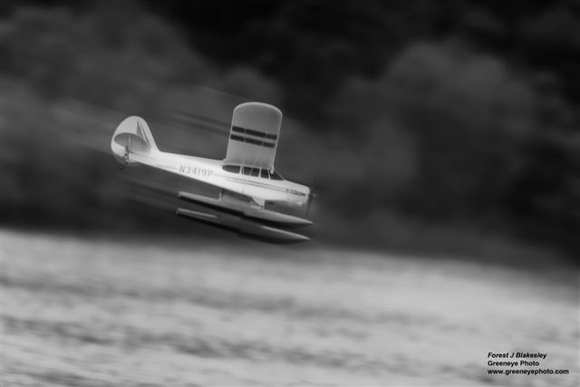 Floatplane_in_Motion